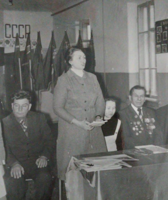 Выступрение директора школы Лесниковой Е. И. на ленинском уроке